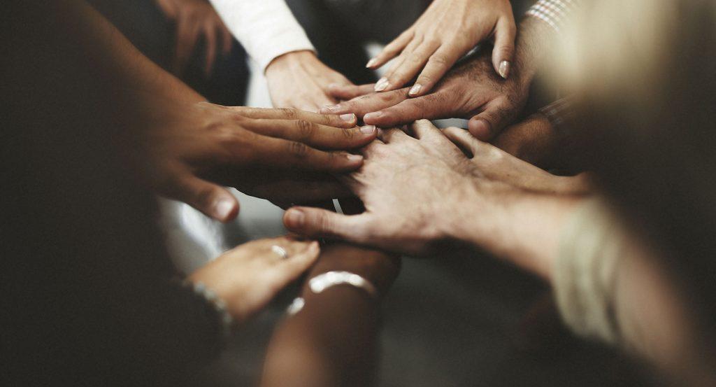 Service commercial - service client : travailler main dans la main